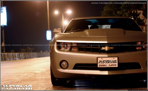 Chevrolet-Camaro-on-Mumbai-roads