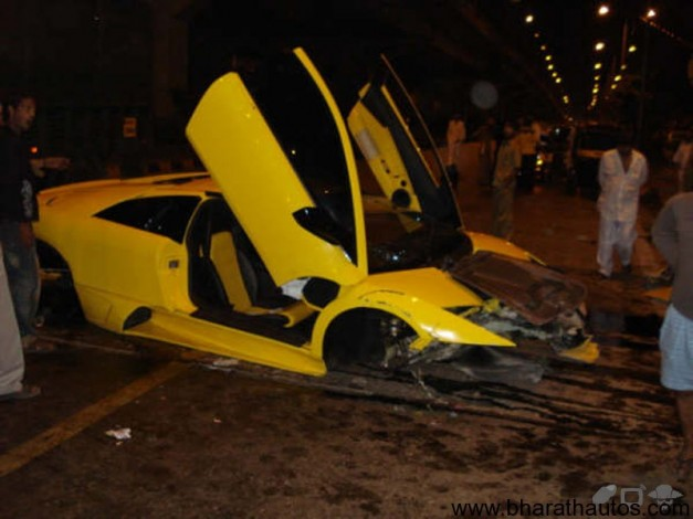 Lamborghini Murceilago LP 640 crash in the Mumbai