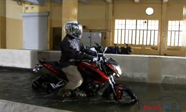 Bajaj Pulsar 200NS rides though its Exhaust Submerged in Water