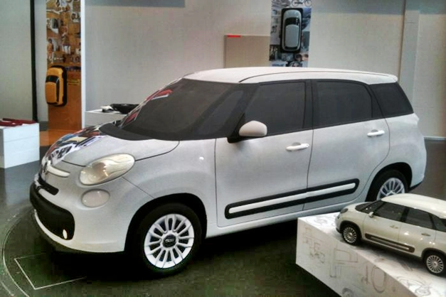 Fiat 500 7-Seater MPV - FrontView
