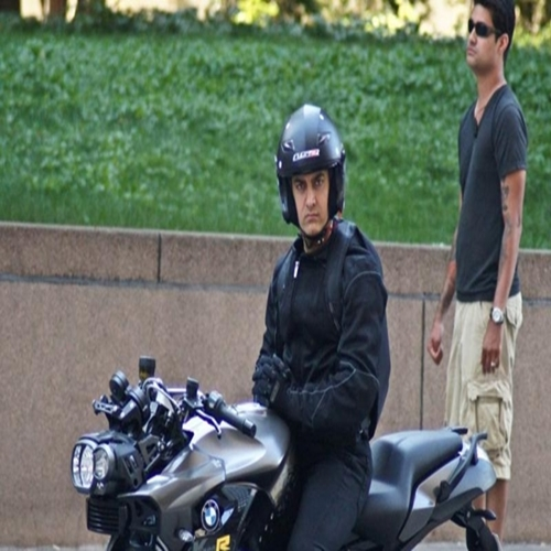 Aamir Khan Rides Bmw K 1300r In Upcoming Dhoom 3 Movie