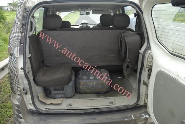 Mahindra Quanto MPV - Rear jump seats