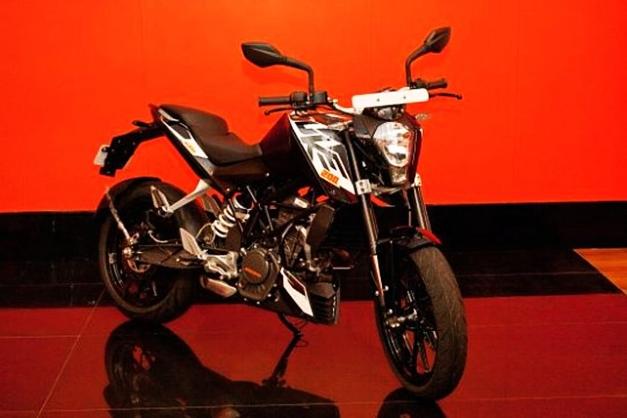 KTM Duke 200 in Black