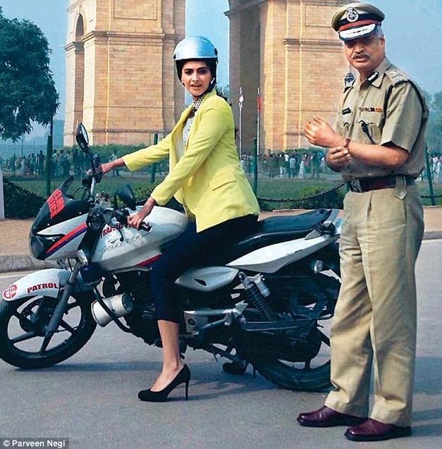 Sonam Kapoor encourages woman riders to wear helmets