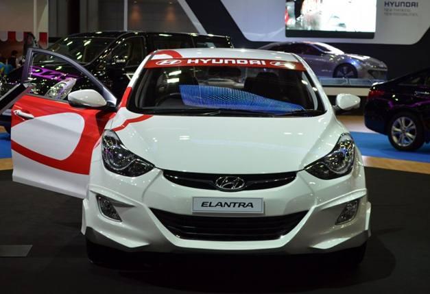 Hyundai Elantra at 2012 Thai Expo - FrontView