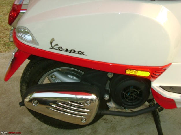 Piaggio Vespa LX125 with 2-tone paint job - 002