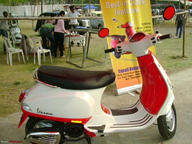 Piaggio Vespa LX125 with 2-tone paint job - 001