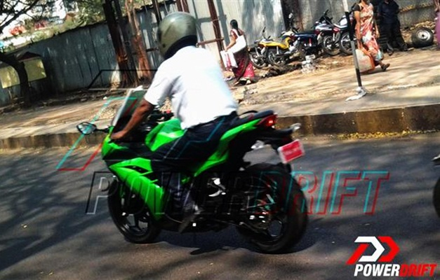 spy shots 2013 kawasaki ninja 300r caught in lenses at pune