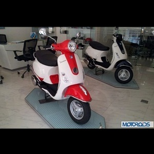 Vespa LX125 scooter dual-tone color