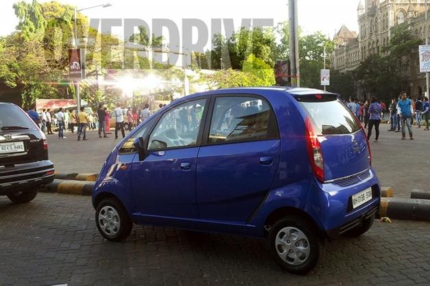 2013 Tata Nano ad-shot (Blue) - SideView