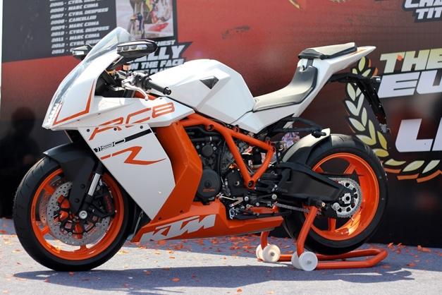 ktm shows off its 1190 rc8 r superbike at delhi orange day. Black Bedroom Furniture Sets. Home Design Ideas