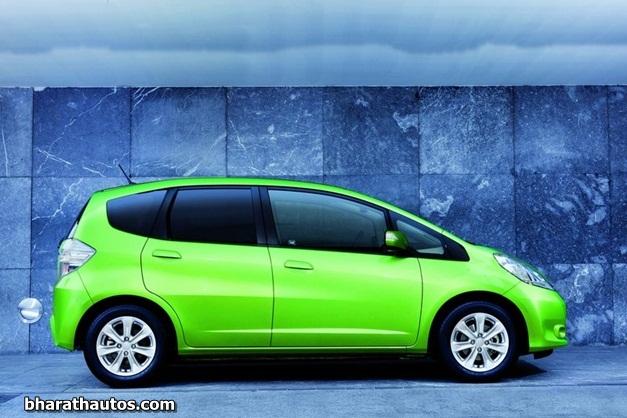 2011 Honda Jazz Hybrid - SideView