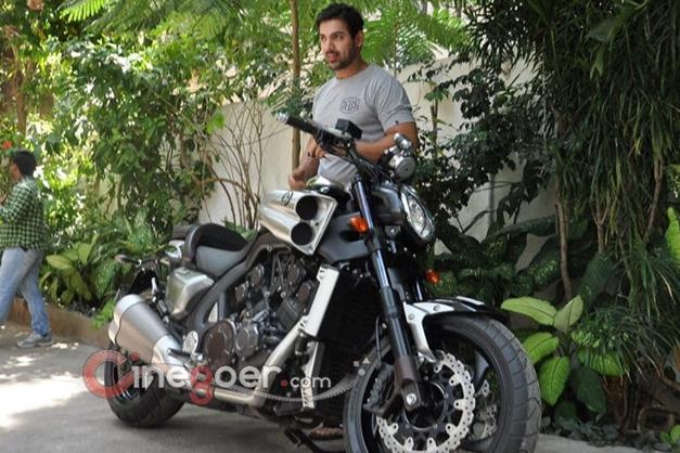 John Abraham gifts a Yamaha V-Max bike to director Sanjay Gupta - 005