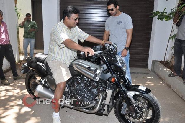 John Abraham gifts a Yamaha V-Max bike to director Sanjay Gupta - 002