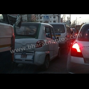Spy Shots - Bajaj RE60 caught testing in Pune traffic, looks production ready
