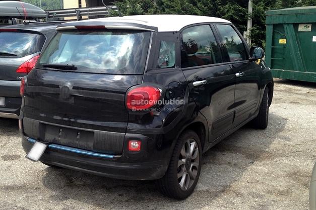 Fiat 500XL (spied) - RearView