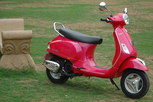 2013-Piaggio-Vespa-VX-004