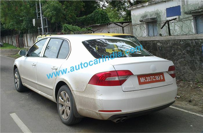 2014 Skoda Superb facelift spotted testing in India