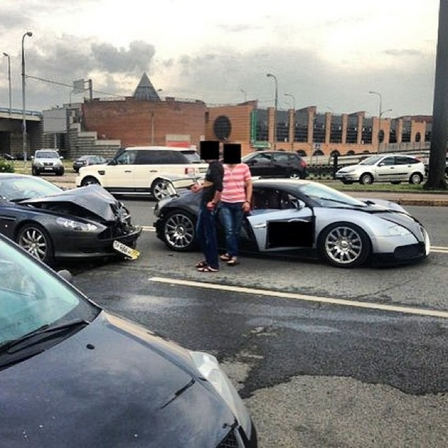 Bugatti Veyron In World S Most Expensive Car Crash Near Moscow