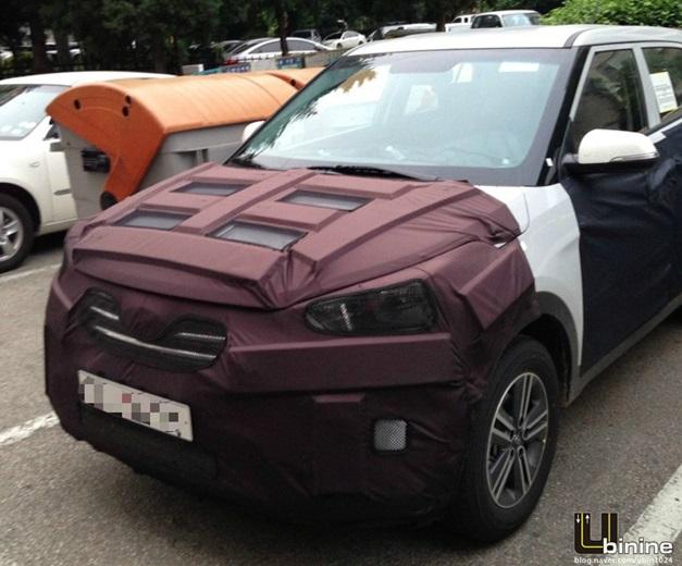 Hyundai-Compact-SUV-Spyshot-1