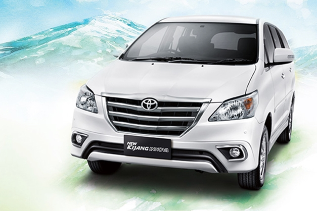 2013-toyota-innova-facelift-India-FrontView