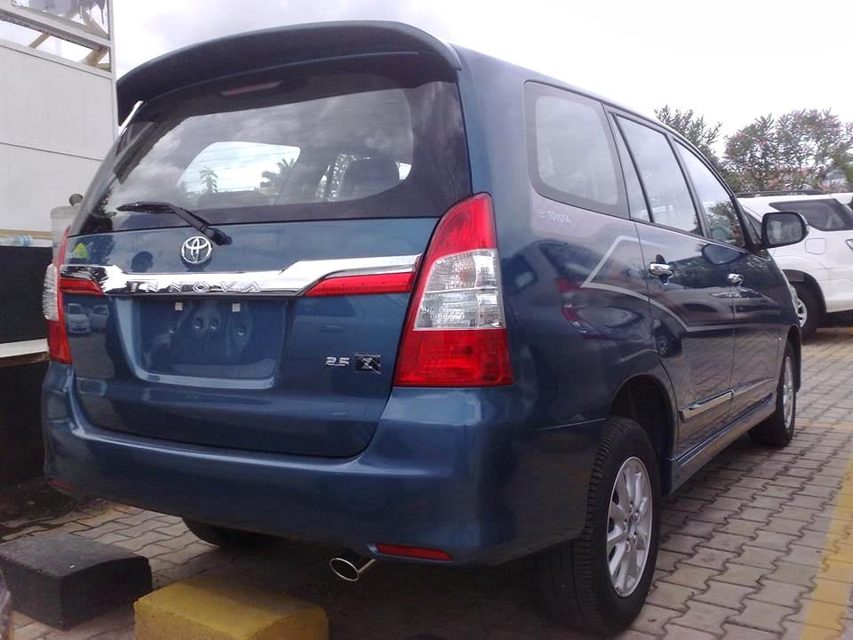 Toyota Innova facelift's new 'Z' variant reaches dealer yard, prices revealed