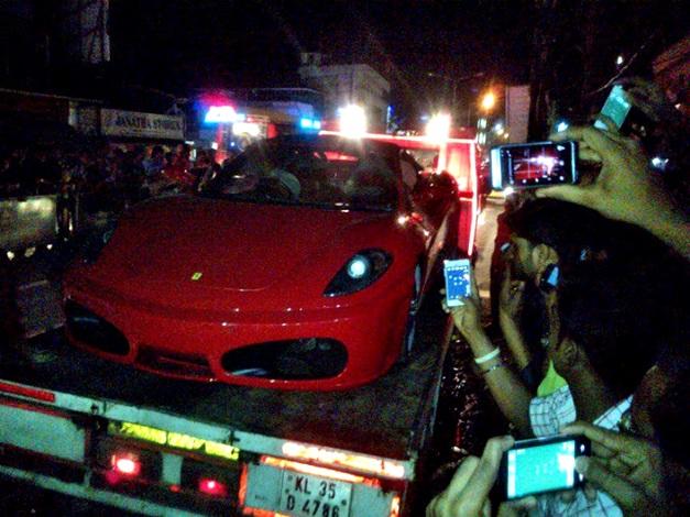 Toyota-MR2-Spyder-Ferrari-F430-Kerala-001
