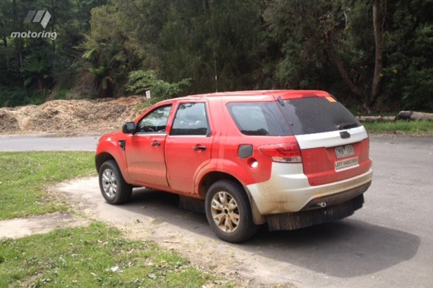 2015-Ford-Endeavour-test-mule-spyshot