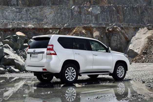 2014-toyota-land-cruiser-prado-facelift-rear-view-india