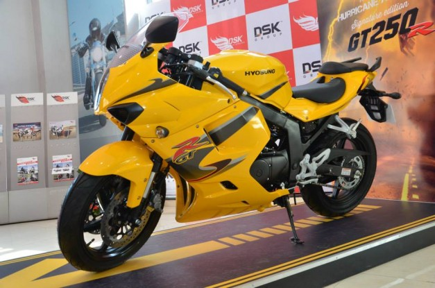 dsk-hyosung-gt250r-signature-edition-india-001