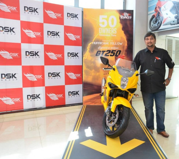 dsk-hyosung-gt250r-signature-edition-india-003