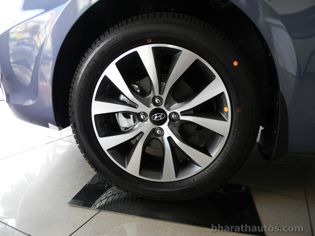 New 2014 Hyundai Verna India Front Alloy Wheels
