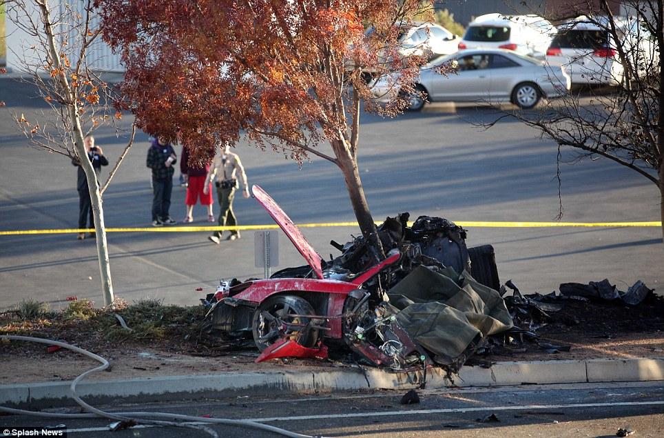 Пол Уокер был жив еще 60 секунд после аварии (ФОТО, ВИДЕО ...
