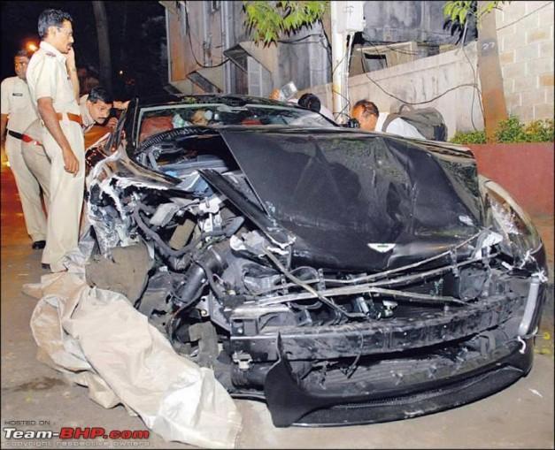 reliance-akash-ambani-aston-martin-rapide-accident-in-mumbai-accident