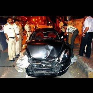 reliance-akash-ambani-aston-martin-rapide-accident-in-mumbai-india