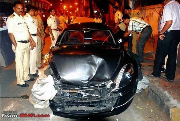 reliance-akash-ambani-aston-martin-rapide-crash-in-mumbai
