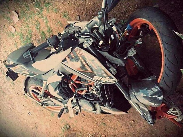 ktm-390-duke-crashed