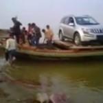 mahindra-xuv500-crosses-river-boat-bihar