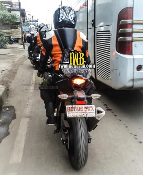 new-kawasaki-single-cylinder-150cc-motorcycle-india-side