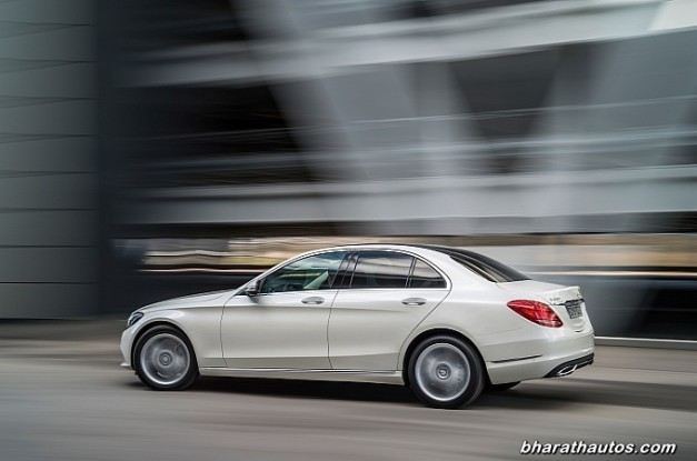 new-mercedes-benz-c_class-2015-india-rear-side