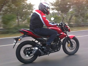 suzuki-gixer-150-first-spyshot-emerge-online-2014-auto-expo-debut-likely