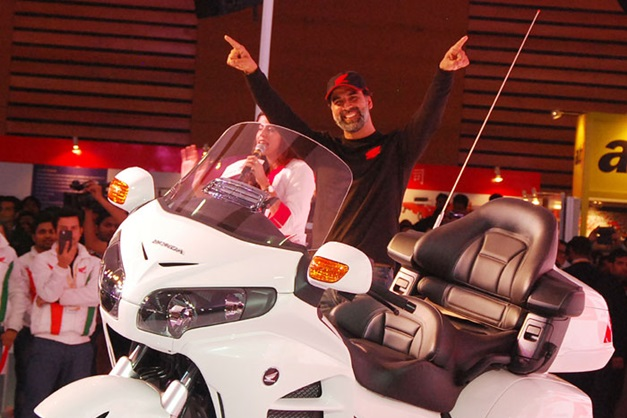 2014-auto-expo-akshay-kumar-honda-motorcycles-scooter-india