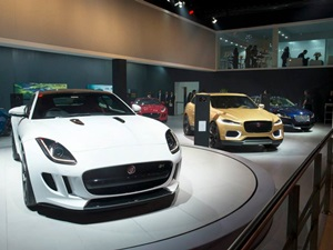 2014-auto-expo-jaguar-land-rover-stall