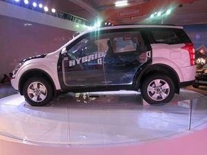 2014-auto-expo-mahindra-showcases-quanto-amt-xuv-hybrid-formula-e-car