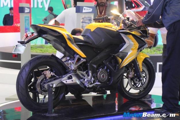 2014-bajaj-pulsar-ss400-rear