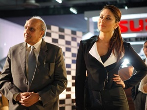 bollywood-celebrities-2014-auto-expo-celebs-earn-rs-40-lakh-for-an-appearance-of-15-to-20-minutes