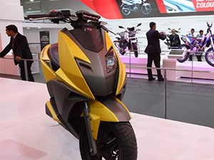 2014 Auto Expo Tvs Showcases Graphite And Zest Scooters
