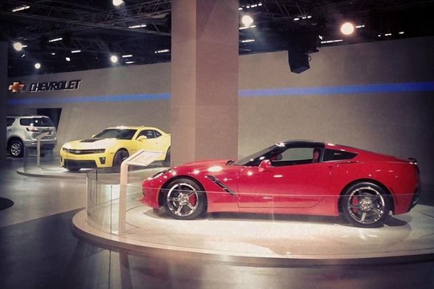 2014 Auto Expo Gm India Displays The Trailblazer Suv Camaro Zl1