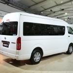 toyota-hiace-passenger-transport-van-2014-auto-expo-002