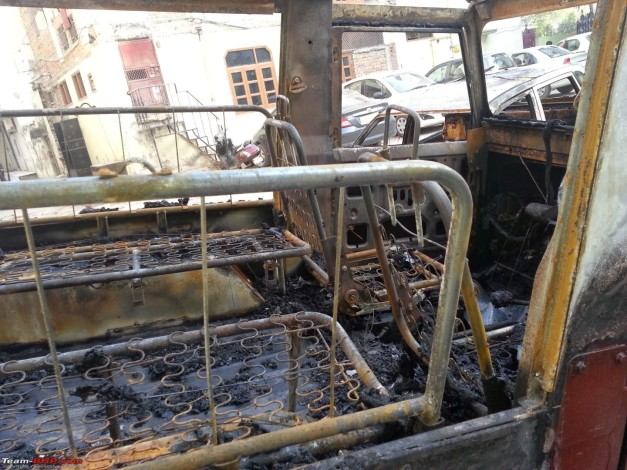mahindra-thar-gutted-fire-reasons-unknown-003